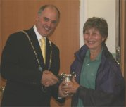 Jane Huxford receives the Association Cup for most points in the show