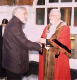 Mayor presents cheque to Whitchurch Youth Project